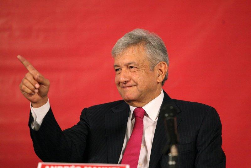 Andrés Manuel se registra como candidato ante el INE — Ya es oficial