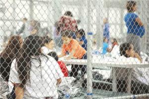 Causa indignación niños migrantes encerrados en  jaulas en E...