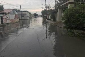 Hombre muere electrocutado al caminar por la calle tras lluv...