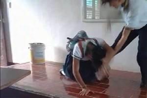 Estudiante golpea brutalmente a su compañera en el CecyteLe...