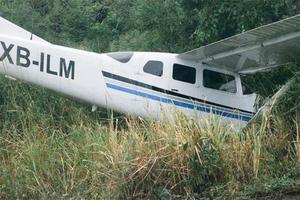 Avioneta aterriza sobre carretera de Altamira y mata a dos j...