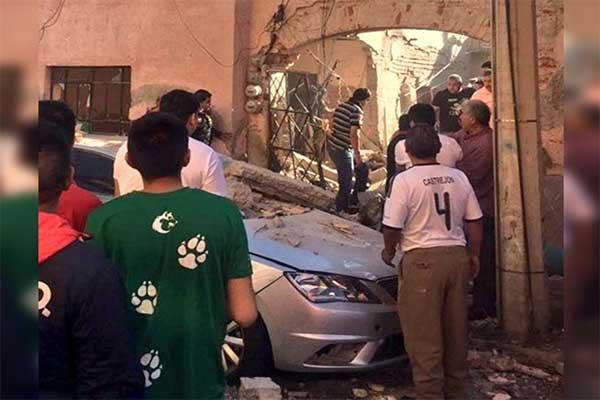 Explosión en edificio deja una persona muerta y varios heridos