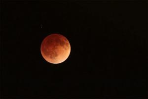 ¡Saquen cámaras!, el trío de eclipses que adornará el cielo ...