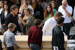 Militares custodian los funerales de los LeBarón