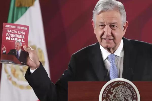 López Obrador presenta su libro 'Hacia una economía moral'