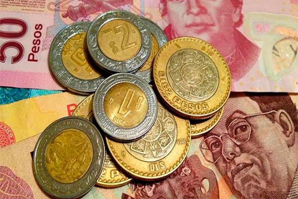 Leve caía del peso ante el dólar