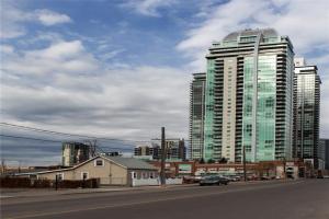 521 11 AV SE, Calgary