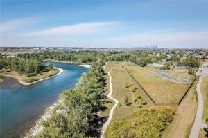 18 Riverview LD SE, Calgary