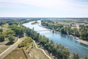 30 Riverview LD SE, Calgary