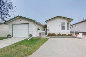 17 Doubletree WY , Strathmore