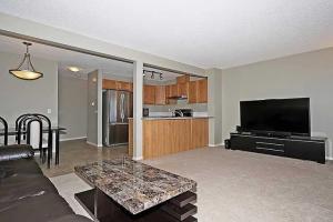 372 PANATELLA BV NW, Calgary