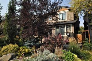 2110 53 AV SW, Calgary