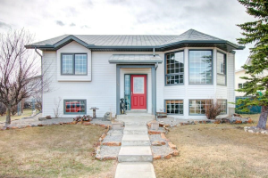 35 WEST GISSING RD , Cochrane