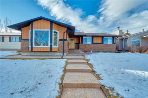 327 WHITESIDE RD NE, Calgary