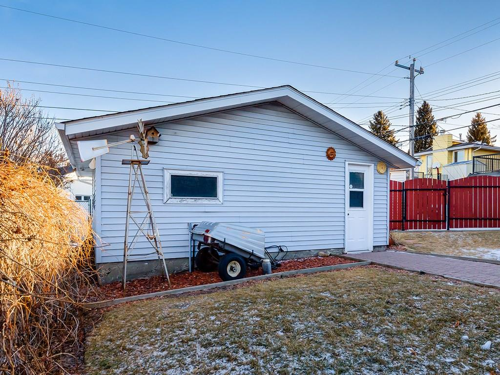 711 75 AV NW, Calgary