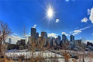 215 2 AV NE, Calgary