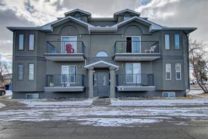 #4 3707 16 AV SE, Calgary