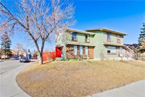 4220 44 AV NE, Calgary