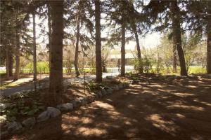 1530 96 AV SW, Calgary