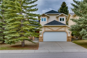 19 EDELWEISS DR NW, Calgary