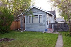 110 30 AV NW, Calgary