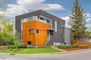 3901 17 ST SW, Calgary