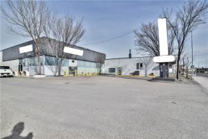 3715 EDMONTON TR NE, Calgary