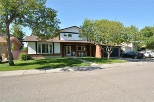 415 RUNDLEHILL WY NE, Calgary