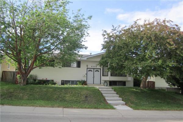 608 71 AV NW, Calgary