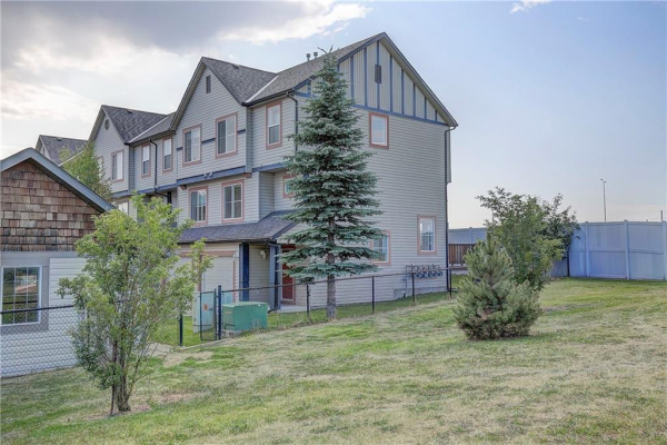 121 COPPERFIELD LN SE, Calgary