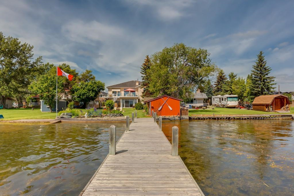 586 WEST CHESTERMERE DR , Chestermere