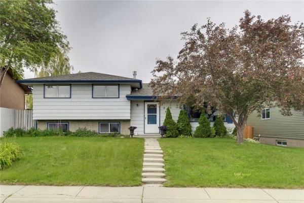 7944 HUNTWICK HL NE, Calgary