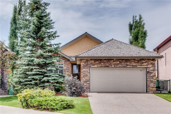 509 ROYAL CO NW, Calgary