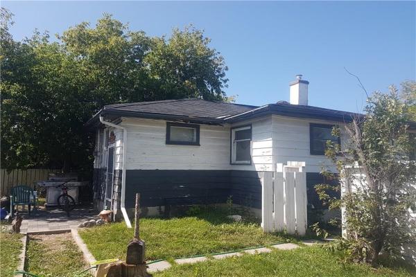 6403 33 AV NW, Calgary