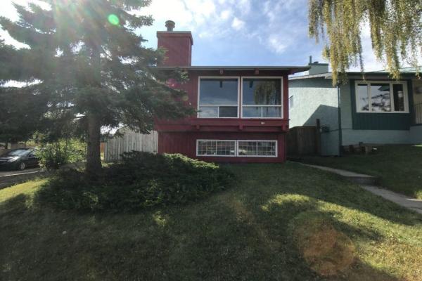 15 Beaconsfield CR NW, Calgary