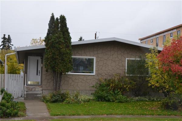 2037 50 AV SW, Calgary