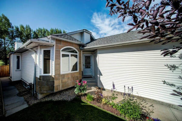 136 VALLEY MEADOW CL NW, Calgary