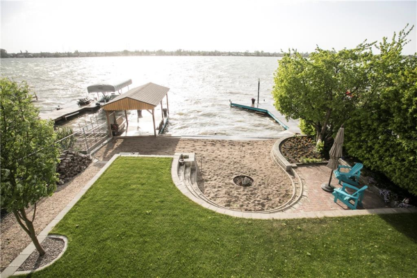 933 EAST CHESTERMERE DR , Chestermere
