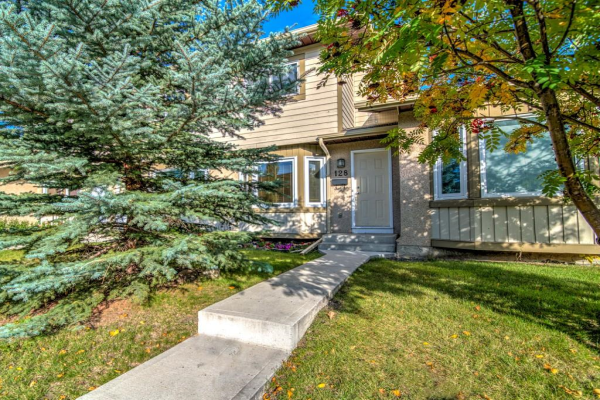128 DEERFIELD TC SE, Calgary