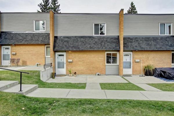 4407 33 AV SW, Calgary