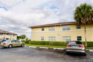 841 Twin Lakes Dr, Coral Springs