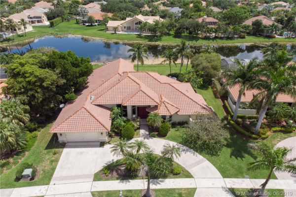 530 Coconut Circle, Weston
