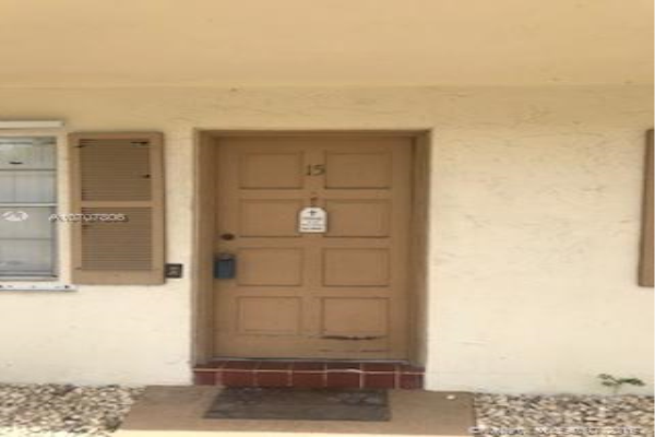 3990 W WOODSIDE Dr, Coral Springs
