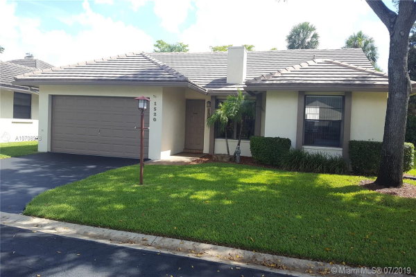 1520 Lakeview Cir, Coral Springs