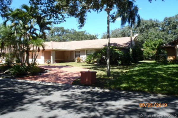 8907 NW 55th Pl, Coral Springs