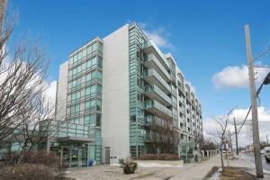 3840 Bathurst St, Toronto