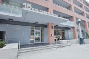 15 Bruyeres Mews, Toronto