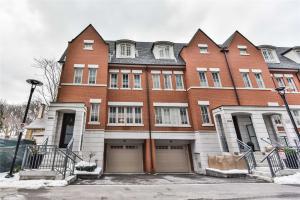 379 Madison Ave, Toronto