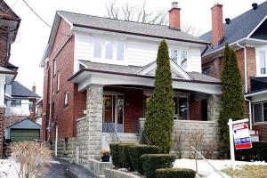 10 Burlington Cres, Toronto