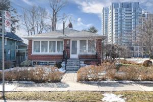 129 Avondale Ave, Toronto